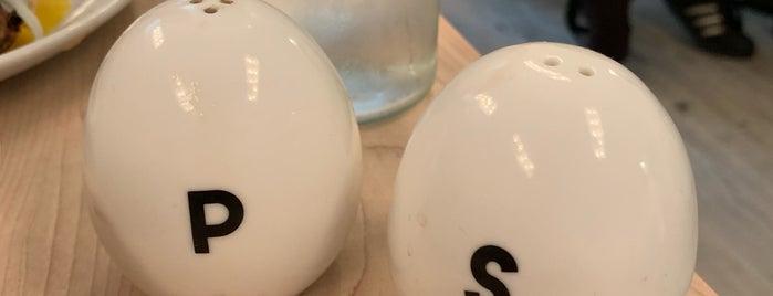 Egg Shop is one of Lugares favoritos de Hayley.