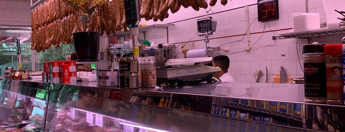International Meat Market is one of Orte, die thewandering1 gefallen.