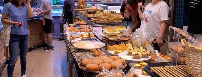 PARIS CROISSANT Café is one of Posti che sono piaciuti a Kyusang.
