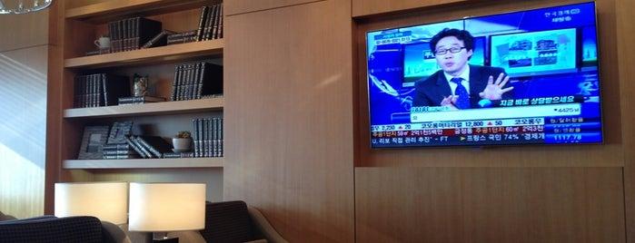 Asiana Airport Lounge is one of Lieux qui ont plu à sangjin.