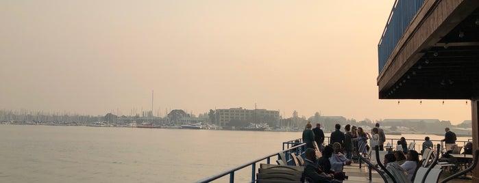 Eve's Waterfront is one of Russell'in Beğendiği Mekanlar.