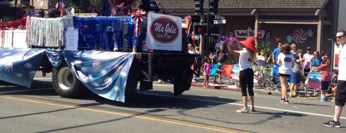 Kiwanis Danville 4th of July Parade is one of สถานที่ที่ Andrew ถูกใจ.