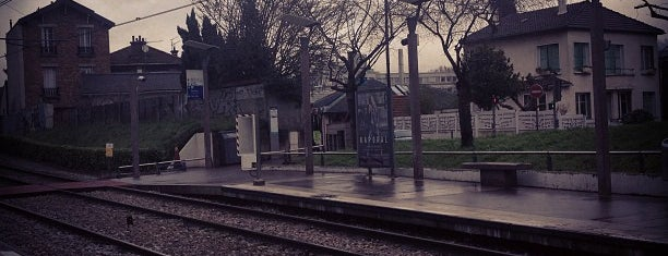 Station Les Milons [T2] is one of mody.