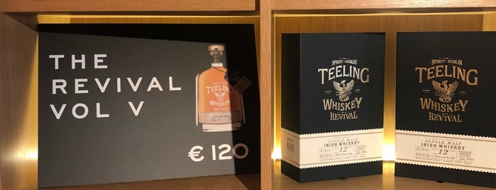 Teeling Whiskey Distillery is one of Locais curtidos por Zia.