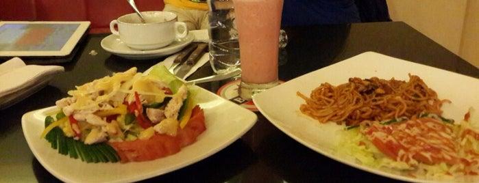 N 'Kleine cafe is one of Via's.