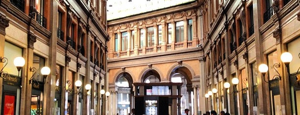 Galleria Alberto Sordi is one of Lieux qui ont plu à Romain.