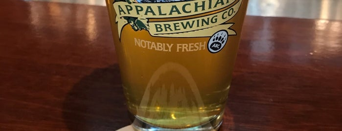 Appalachian Brewing Company is one of Lieux qui ont plu à Heidi.