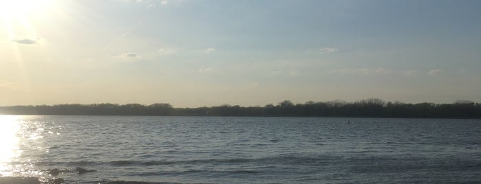 Heidecke Lake is one of Illinois State Parks.