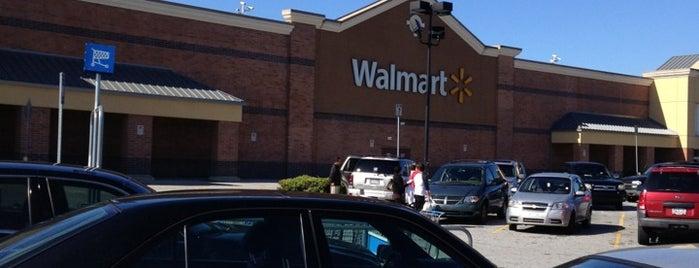 Walmart Supercenter is one of Lieux qui ont plu à Tania.