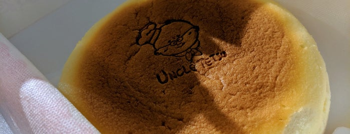 Uncle Tetsu's Cheesecake is one of Bakeries /  Cafes.