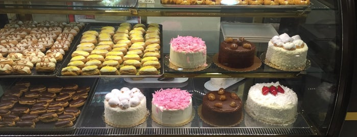 Rose Patisserie is one of Tempat yang Disukai Özge.