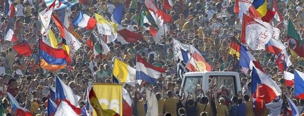 Peregrinação para Copacabana [Pilgrimage to Copacabana] | JMJ [WYD] Rio2013 is one of Marcelo 님이 좋아한 장소.