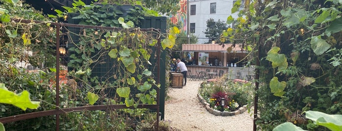 PHS Viaduct Pop-Up Beer Garden is one of Philly - Drinks.
