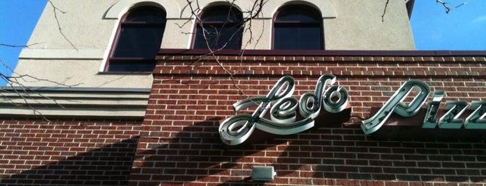 Ledo Pizza is one of Tempat yang Disimpan arish.