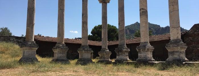 Sardes Antik Kenti is one of Lugares favoritos de Elif.