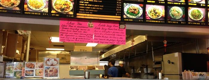 Peking Kitchen is one of สถานที่ที่ Josh ถูกใจ.
