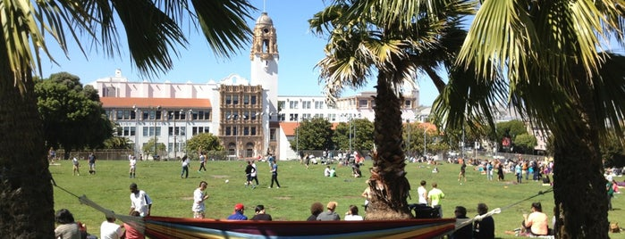 Mission Dolores Park is one of You can't order a burger here..