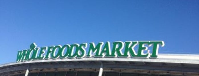 Whole Foods Market is one of Tempat yang Disukai Elena.