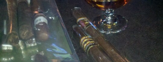 Havana Lounge and Cigar is one of Tempat yang Disukai Rob.