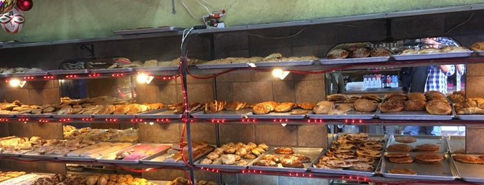 Panadería Pimentel is one of Lugares favoritos de Maria.