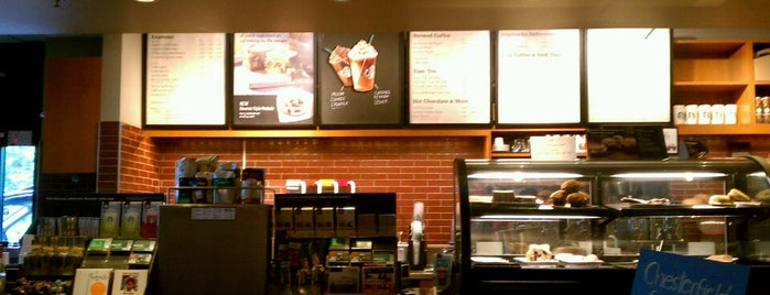 Starbucks is one of Ashleyさんのお気に入りスポット.