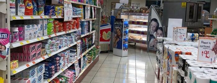 Farmacia Guadalajara is one of Posti che sono piaciuti a David.
