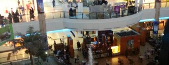 Riyadh Gallery is one of สถานที่ที่ Bandder ถูกใจ.