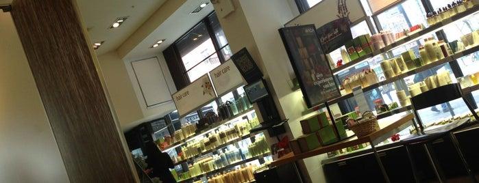 Scott J Aveda Salon Spa is one of Lugares favoritos de Jenn.
