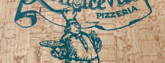 La Dolce Vita is one of Locais curtidos por Enzo.