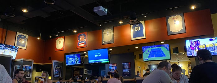 Buffalo Wild Wings is one of Lugares  Especiais.