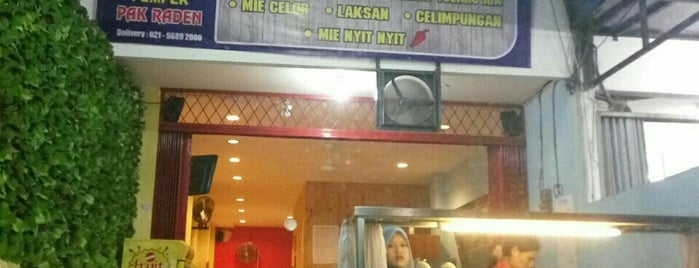 Pempek Pak Raden is one of Larasati 님이 저장한 장소.