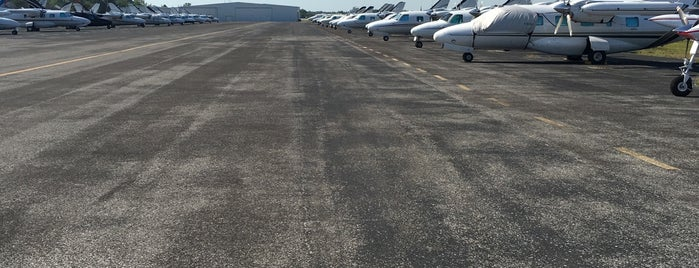 Destin Executive Airport (DSI) is one of Hopster's Airports 1.