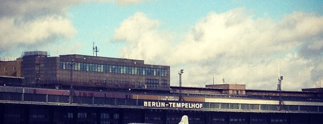 Flughafen Berlin Tempelhof is one of Locais salvos de Rigt.