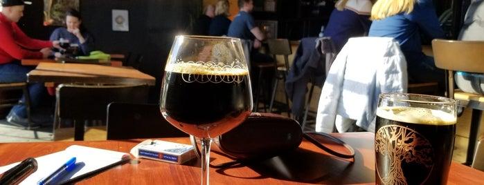 White Elm Brewery is one of Krista'nın Beğendiği Mekanlar.