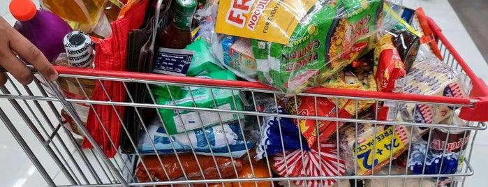Robinsons Supermarket is one of Tempat yang Disukai Shank.