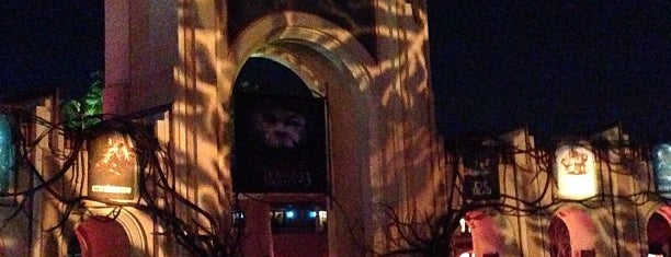 Universal's Halloween Horror Nights 23 is one of Orlando Informerさんのお気に入りスポット.