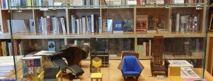 Tienda del Museo Guggenheim is one of Posti che sono piaciuti a Murat.