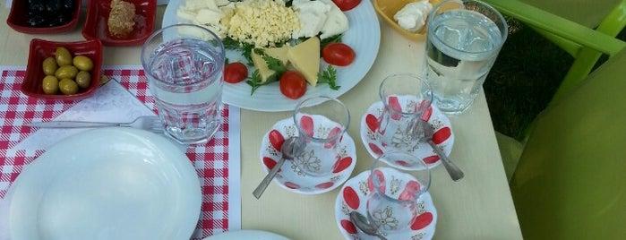 Sılam Sunar Cafe Restaurant is one of Posti che sono piaciuti a Turgut.
