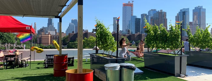 Rooftop Reds is one of NYC Dating Spots.