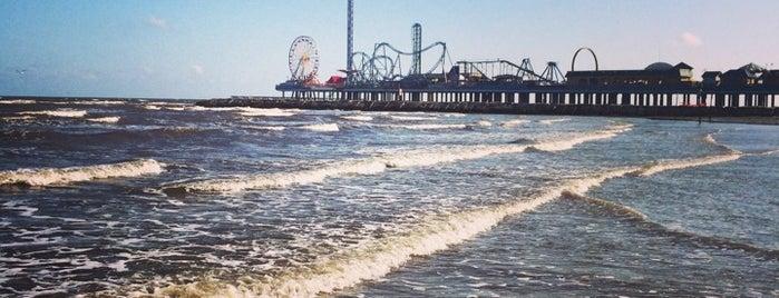 Galveston Beach @ Murdochs is one of Posti che sono piaciuti a Brittany.