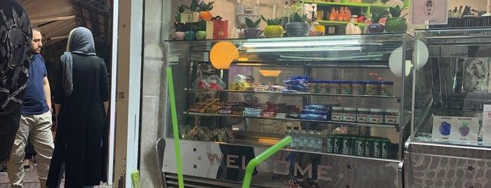 Faraz Ice Cream & Juice | آبميوه و بستنى فراز is one of 🐝Nhag'ın Beğendiği Mekanlar.