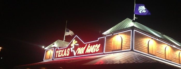Texas Roadhouse is one of Lieux qui ont plu à Dustin.