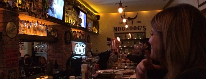 Moondog's Bar & Grill is one of Lieux sauvegardés par Raif.