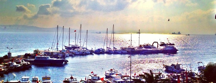 Büyükada Limanı is one of Lugares guardados de A.Akın.