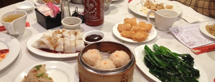 Pine Court Chinese Bistro is one of Posti che sono piaciuti a Kon.