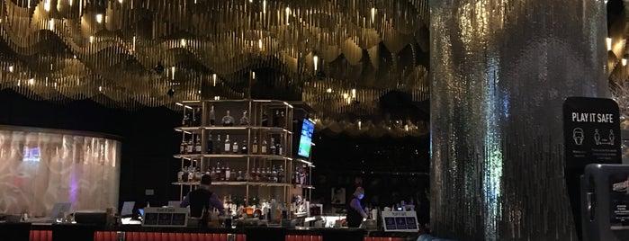 Clique Bar & Lounge is one of Diane'nin Beğendiği Mekanlar.