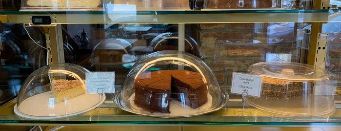 Choco café is one of Tempat yang Disukai Antonella.