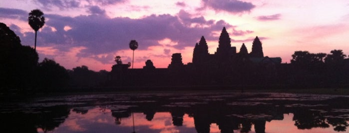 Angkor Wat (អង្គរវត្ត) is one of Orte, die Bridget gefallen.
