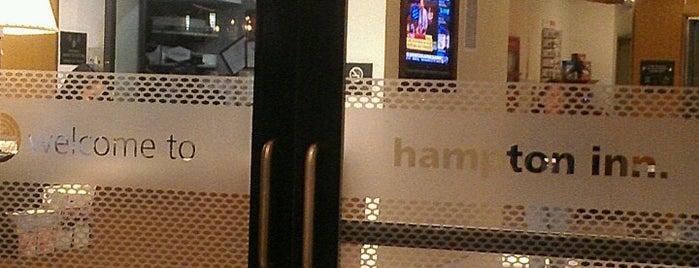 Hampton Inn Manhattan-Seaport-Financial District is one of สถานที่ที่ andra ถูกใจ.