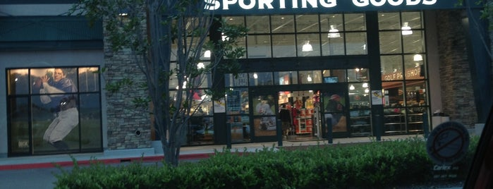 DICK'S Sporting Goods is one of Lieux qui ont plu à Rob.